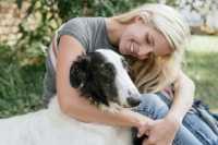 Problema socializzazione, cosa fare se il cane ha paura delle persone
